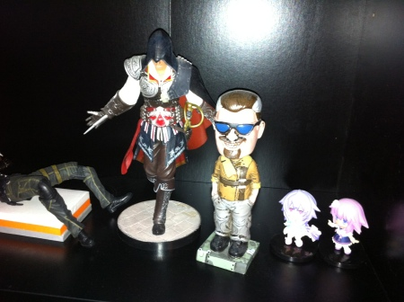 Assasins Creed och bobblehead från Borderland 2