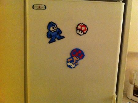 Kylskåpsmagneter i av pärlor och magnet.