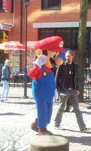 Mario gick runt för att underhålla barnen. Foto:Aurora Gustavsson