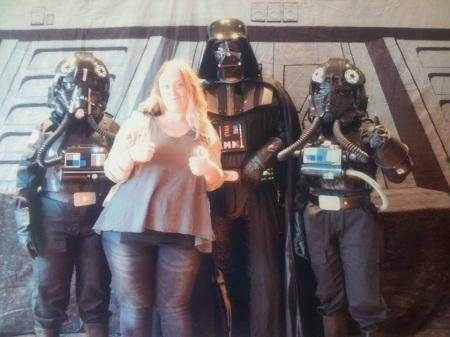 Det bästa till sist. Flickvännen blev fotad med Darth Vader och två piloter Foto på Foto: Aurora Gustafsson